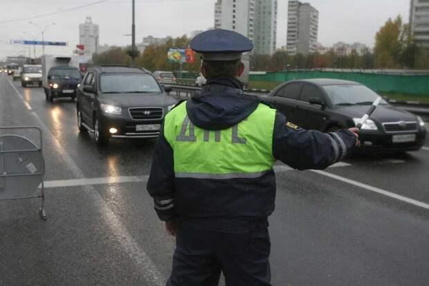 Имеет ли право инспектор ДПС остановить водителя на мосту в 2021 году? Ответ юриста