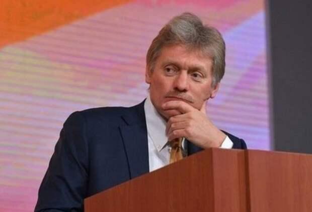 Песков не оценил флешмоб с портретами Путина в школах