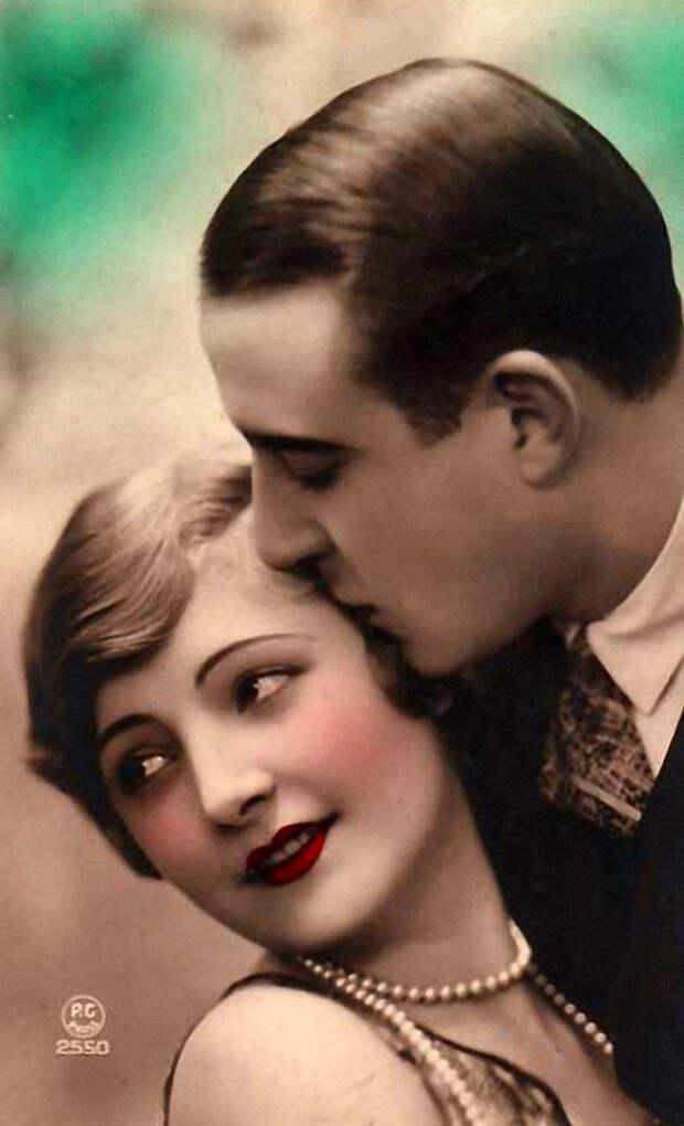 Французские открытки, в которых показано, как романтично целовались в 1920-е годы 11