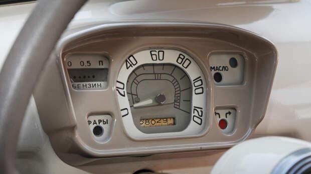 Щиток приборов без-термометра - признак ЗАЗ-965 выпуска до июля 1964 года
