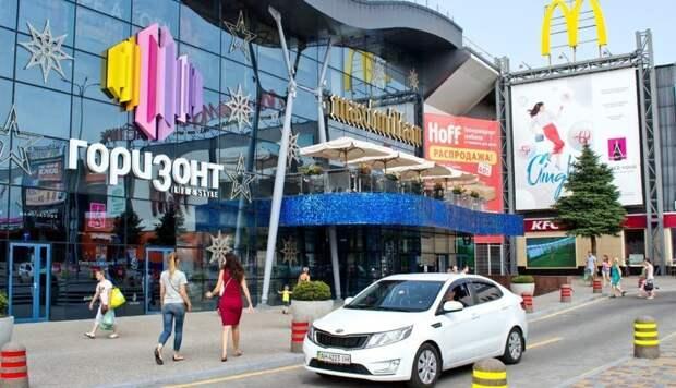 Эффект линзы: Lexus расплавился на парковке ростовского ТЦ ynews, видео, курьез, лексус, солнце, торговый центр, ущерб