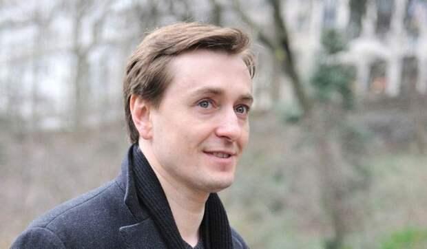 По стопам Ахеджаковой: Сергей Безруков неожиданно вжился в роль либерала?