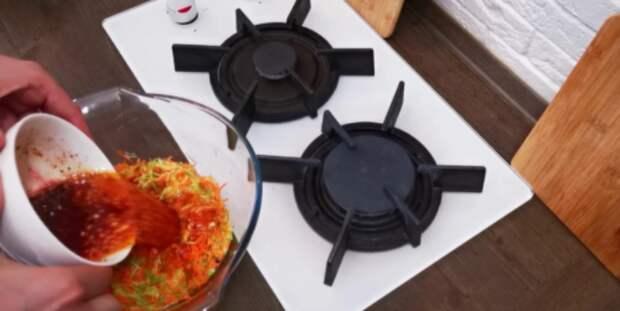 Соседка угостила закуской из кабачков — ушла на ура. Теперь это фирменное блюдо в нашей семье!
