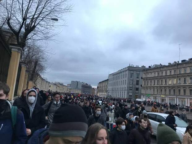 «Вы— свет этого города, вы— сила»: штаб Навального поблагодарил петербуржцев, вышедших на митинг