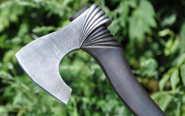 Кованый топор — лучший вариант для охотника и туриста