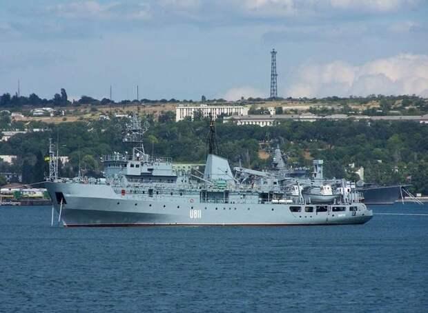 «Столкнулось с неизвестным объектом»: Судно ВМС Украины U-811 «Балта» получило повреждение в Чёрном море