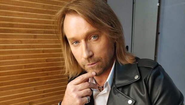 Олег Винник показал какой красоткой стала Таюне: певцы нарядились в одном стиле и вышли вместе к поклонникам