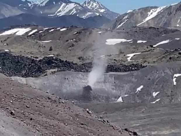 Редкое явление на горе Эльбрус попало на видео