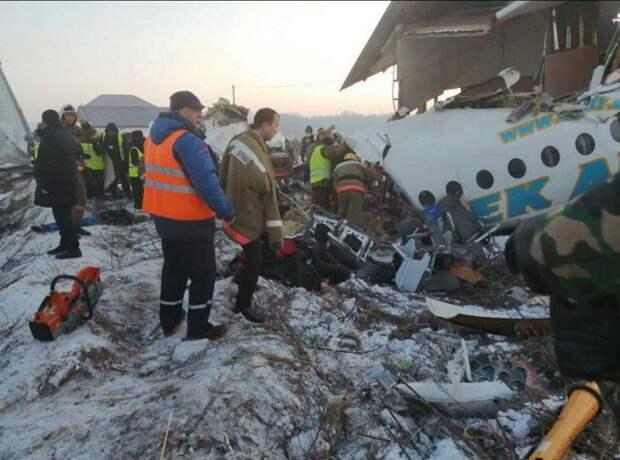 В Казахстане разбился самолет, на борту было 100 человек