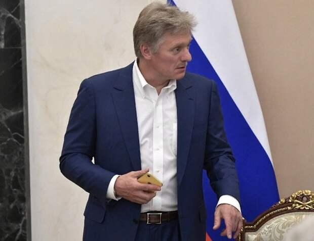 """Песков заявил, что связывать рост безработицы с """"перегибами"""" в борьбе с COVID некорректно"""