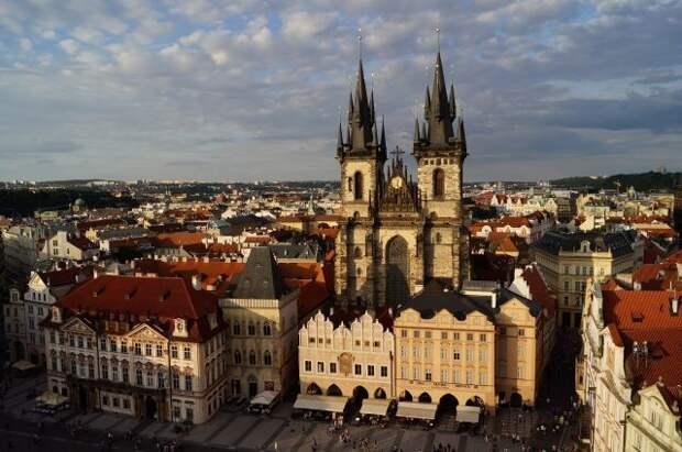 Земан рассказал, почему поддержал высылку из Праги российских дипломатов