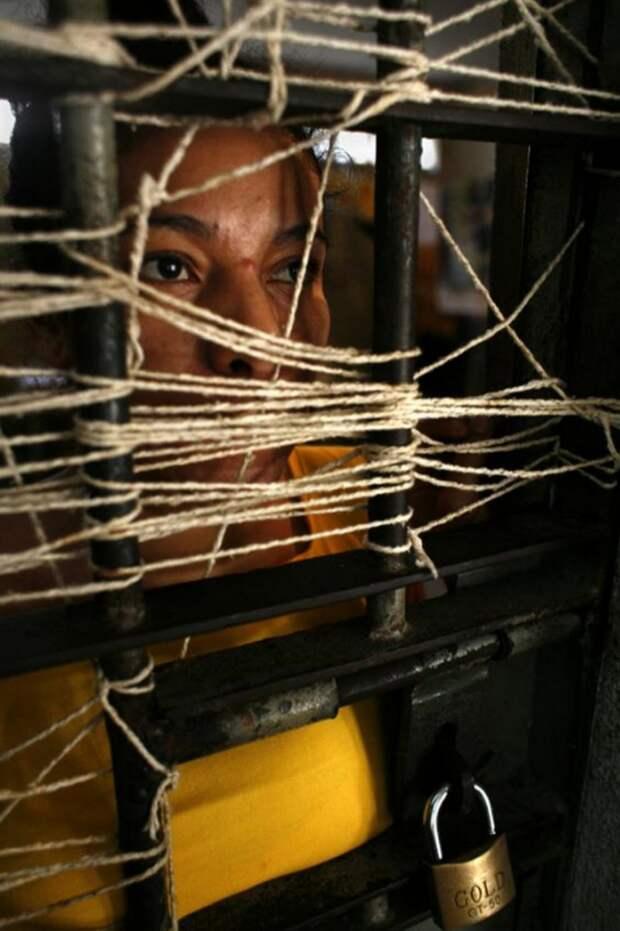 11. В дни посещений эта девушка остается в небольшой камере под замком, так как у нее нет друзей и родственников в городе. Некоторые заключенные прибывают из отдаленных поселков, и их родственники просто не могут позволить себе поехать к ним. От кого-то родственники попросту отказываются. (Luiz Santos)