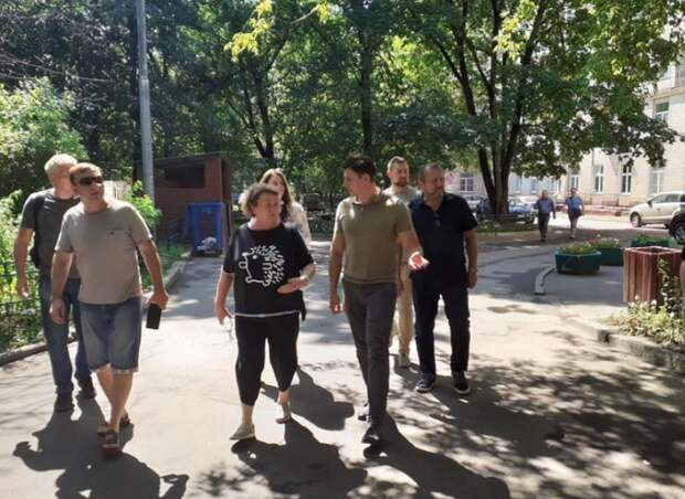 И.о. главы управы поручил очистить и закрыть подвал на улице Куусинена