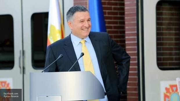 Киев заявил о 12 заболевших коронавирусом в Донбассе: Аваков настаивает на закрытии границ