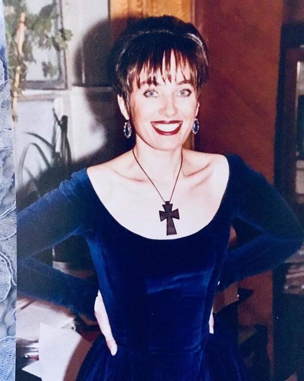 """Лариса Гузеева в """"лихих 90-х"""": молодая ведущая впечатляет тонкой талией и широкой улыбкой"""