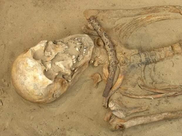 8 захоронений настоящих вампиров (9 фото)