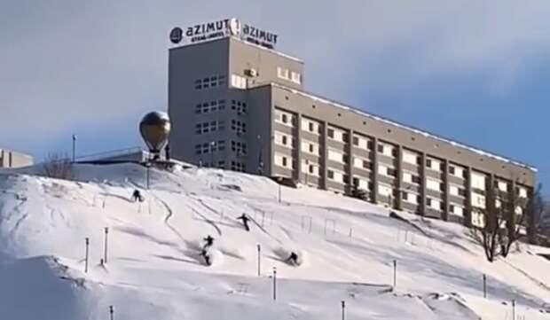 Видео дня: нижегородские сноубордисты прокатились по склону на набережной Федоровского