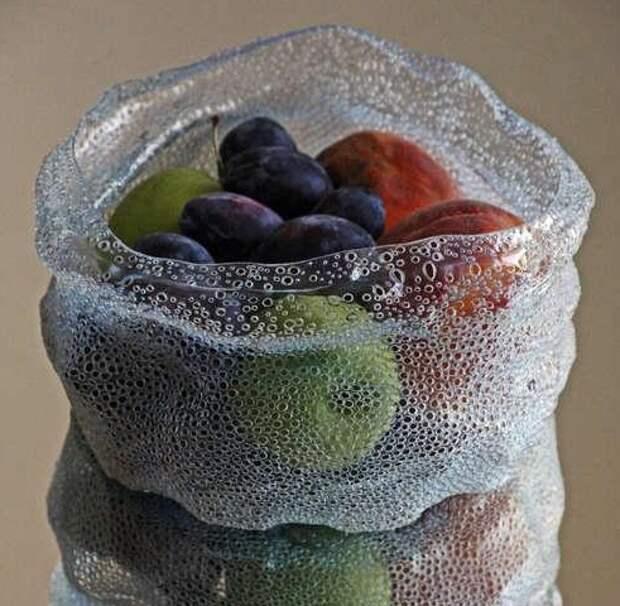 если проткнуть горячей спицей,будет доступ воздуха и фрукты будут храниться лучше