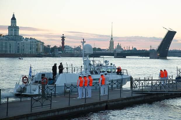 В Санкт-Петербурге начинается главный военно-морской парад