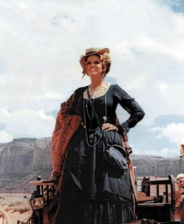 """Непостижимая Клаудия Кардинале на съёмках фильма """"Однажды на Диком Западе"""" (1968)"""