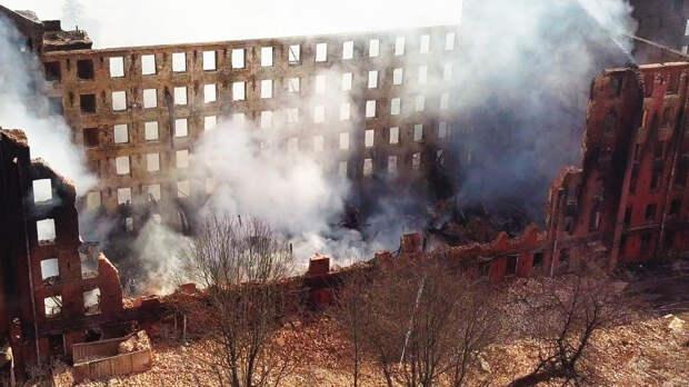 Масштабное возгорание на Невской мануфактуре в Петербурге потушено