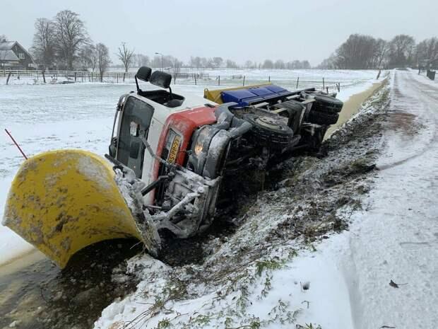 """В Нидерландах грянул """"жуткий мороз"""" -3С и выпал снег. Знакомый голландец в истерике пишет мне """"Что делать!?"""""""