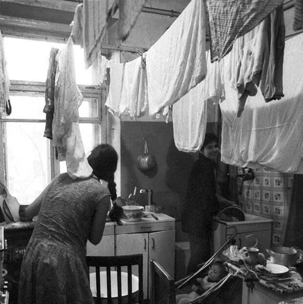 Семейным могли выделить отдельную комнату девушки, интересно, ностальгия, общежития ссср, студенчество, фото