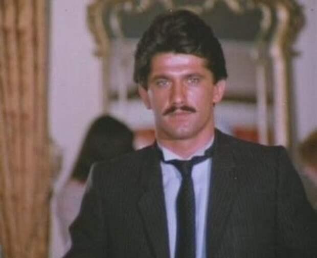 1986 год - актер Кенан Калав