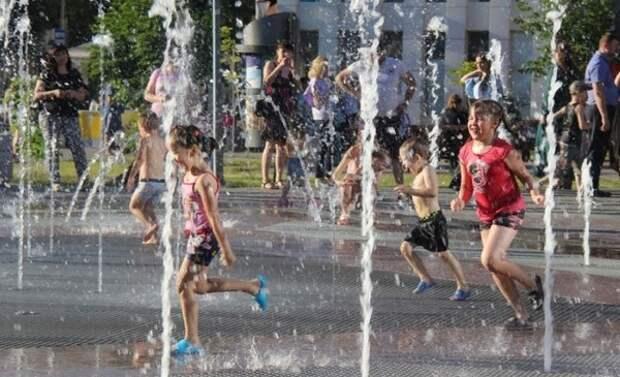 Спасатели предупредили москвичей о сильной жаре в предстоящие выходные