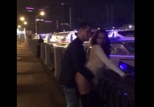 Пару, которая занималась сексом на площади в Москве, отправили под арест