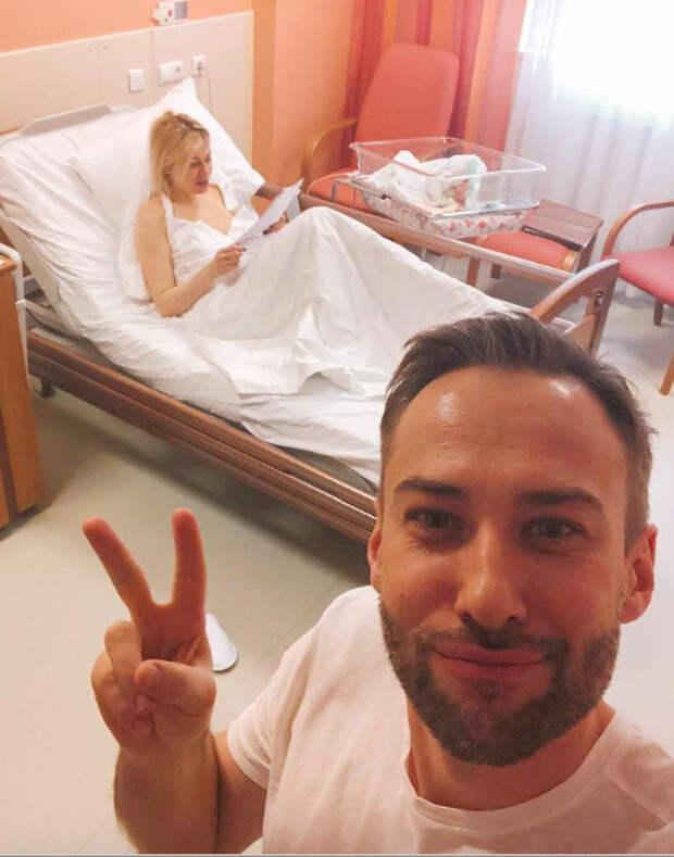 Дмитрий Шепелев показал возлюбленную после родов