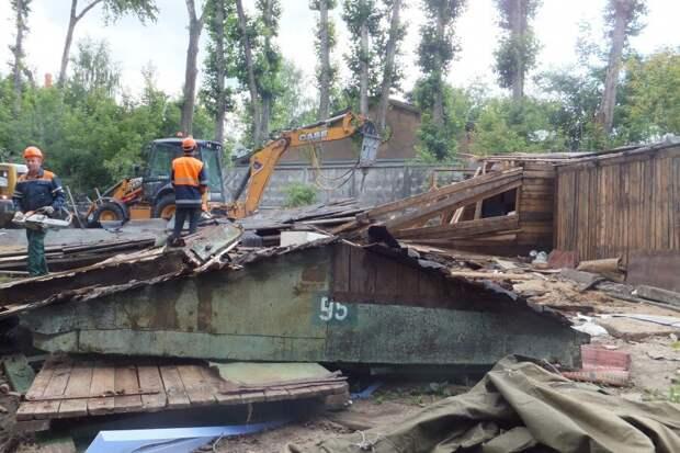 В Серпухове власти провели массовый снос незаконных гаражей