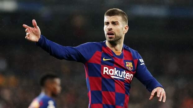 Пике после матча с «Реалом» вышел на поле и выразил недовольство судье