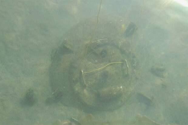 Дайверы из Новороссийска обнаружили на дне моря загадочный люк