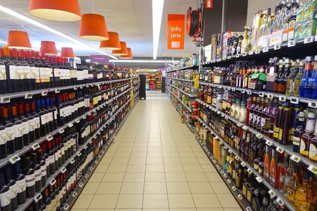 В правительстве России сочли идею сокращения времени продажи алкоголя избыточной