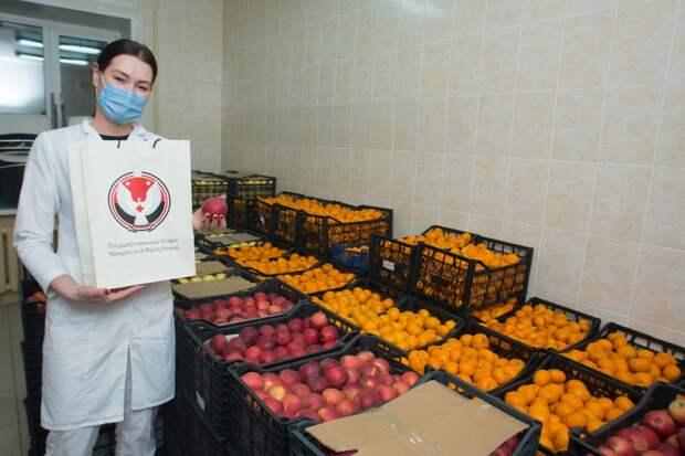 Медработникам 1 РКБ в Удмуртии подарили более 2 тонн фруктов