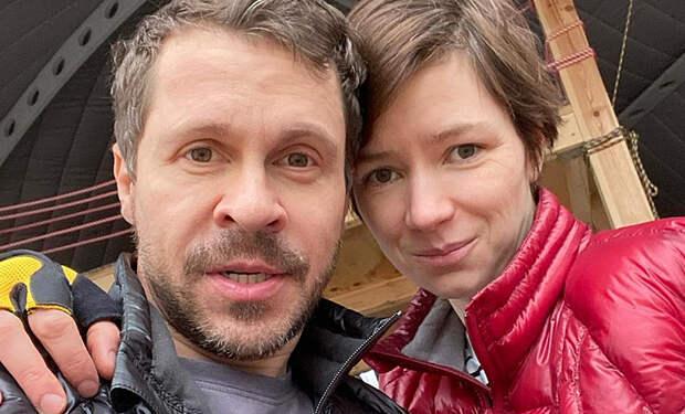 Павел Деревянко сделал официальное заявление о расставании с женой после 10 лет брака