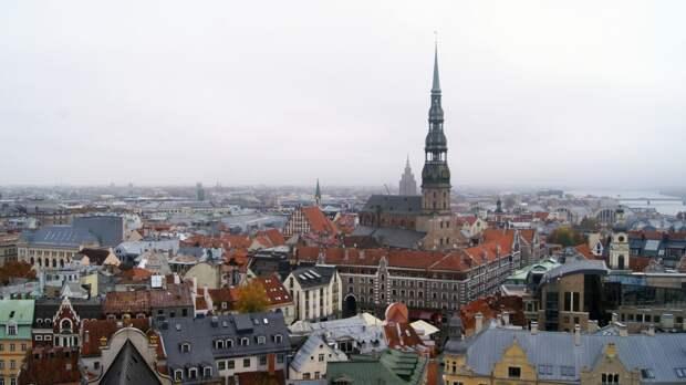 Рига высылает российского дипломата в знак солидарности с Прагой