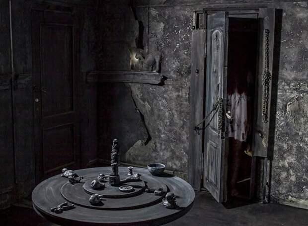 Зайдя в потайную дверь в новом доме, девушка исчезла на 20 лет