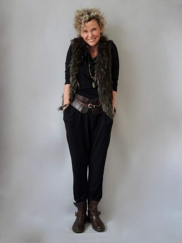 10 образов от женщин 50+, которые докажут, что черные брюки – это не скучно и не банально. Они умеют их носить