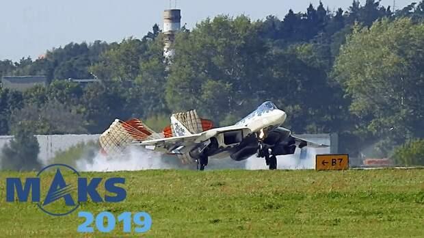 На видео попала опасная посадка Су-57 на закрытом показе для прессы