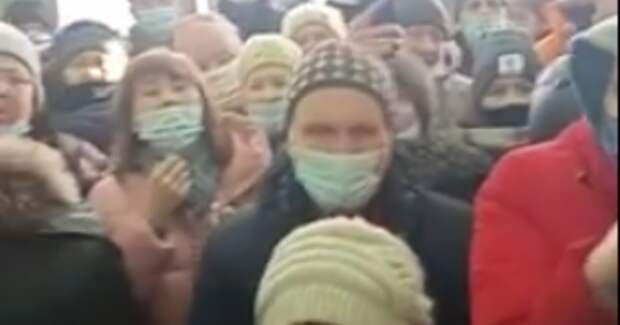 """Дом Республики в Уфе """"штурмовали"""" жители, недовольные тарифами на отопление"""