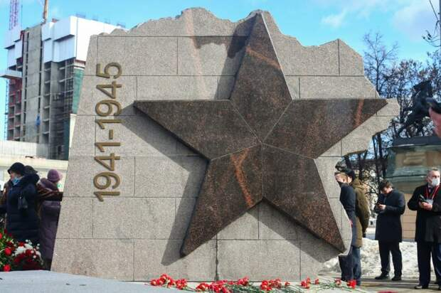 Памятник 18-й дивизии Народного ополчения открыли на Ленинградке