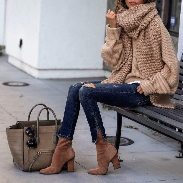 17 способов стильно носить джинсы с джемпером и свитером осенью и зимой