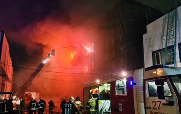 Пожарные предупредили об угрозе обрушения горящего склада в Люберцах