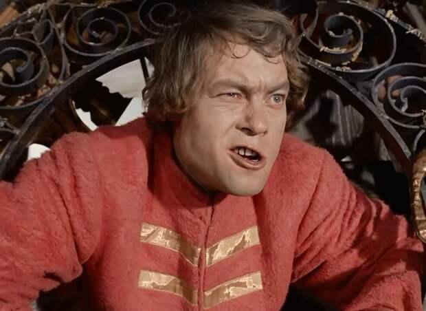 «Живьем брать демонов!!!»: как сложилась судьба фактурного стрельца из любимой комедии