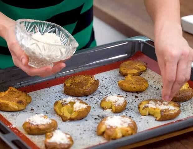 Хрустящая раздавленная картошка в духовке Картофель, В духовке, Запеченный картофель, Рецепт, Еда, Кулинария, Видео, Длиннопост