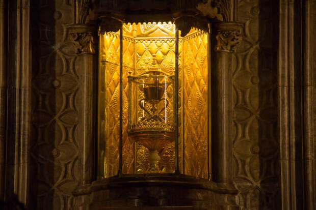 В поисках Святого Грааля: что это такое и где его найти