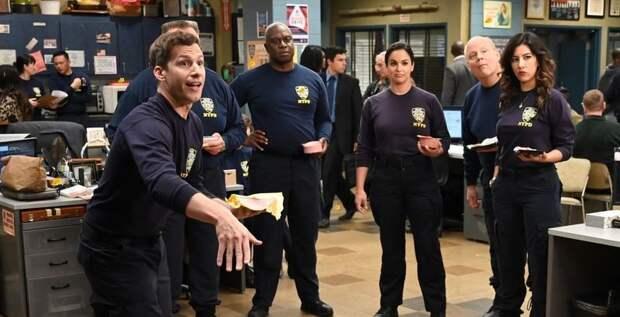 """На фоне протестов в США: актер """"Бруклин 9-9"""" Андре Брогер рассказал о съемках 8 сезона полицейского сериала - ТЕЛЕГРАФ"""
