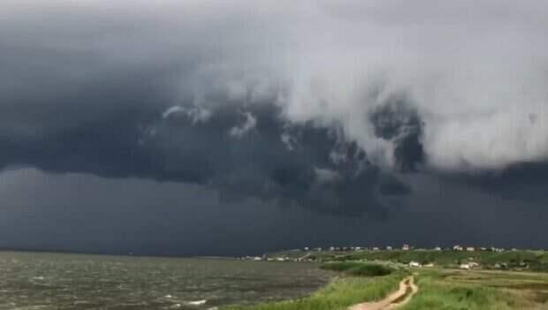 Атмосферный фронт накроет Одесчину: когда ждать дожди с градом и шквалами